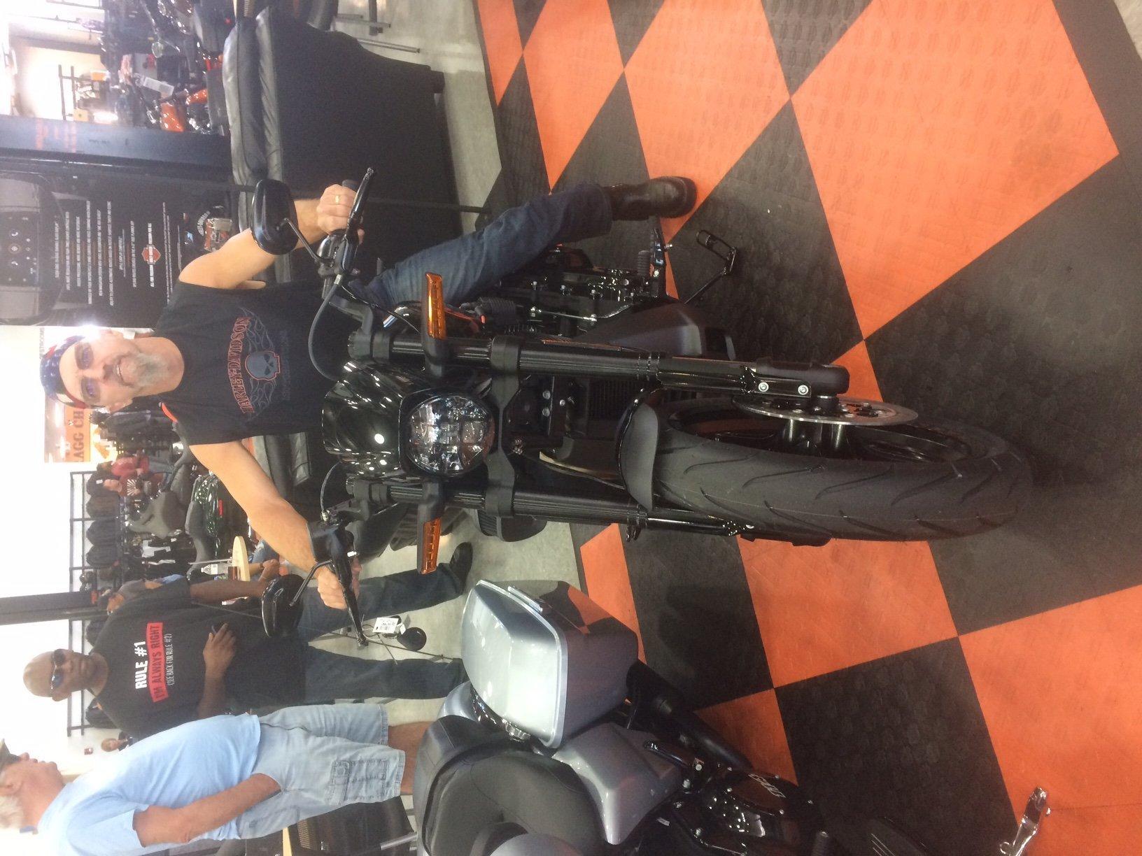 VRSCDX or FXDR? - 1130cc com: The #1 Harley Davidson V-Rod Forum