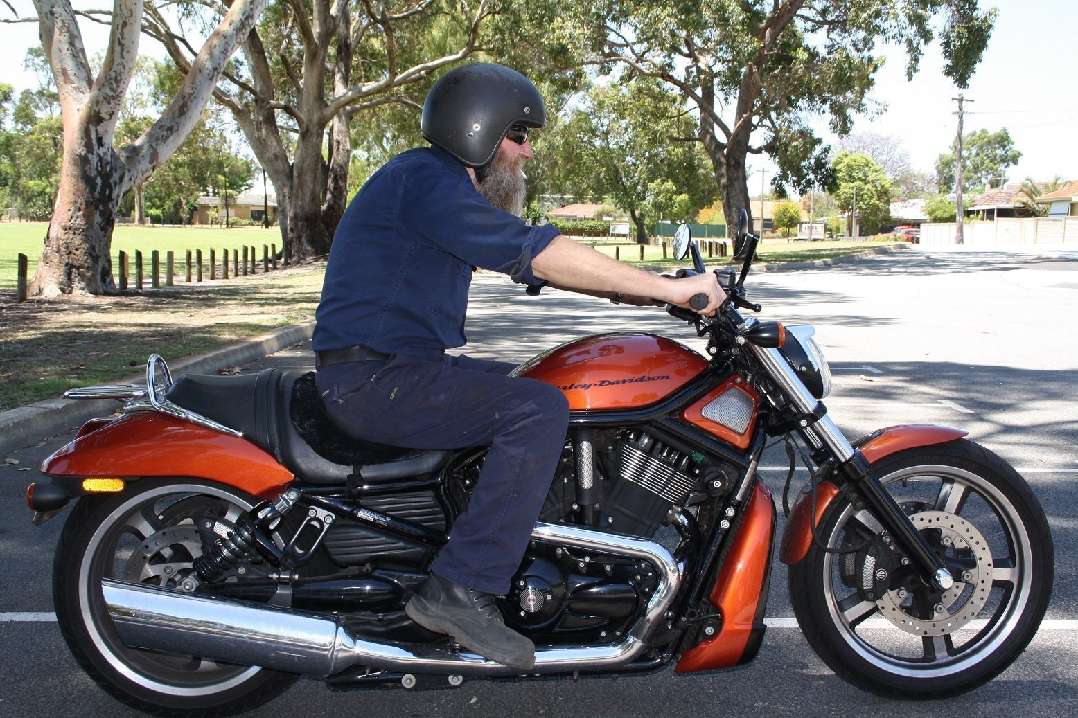 Picture With Someone Sitting With Mid Controls Harley Davidson V Rod Forum