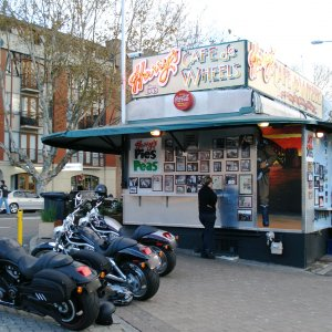 VRods at Harry's Cafe de Wheels